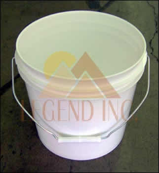 2 gallon plastic bucket w/o lid
